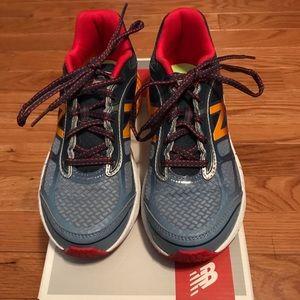 Big Boys Size 4.5 New Balance 860v5 Shoes